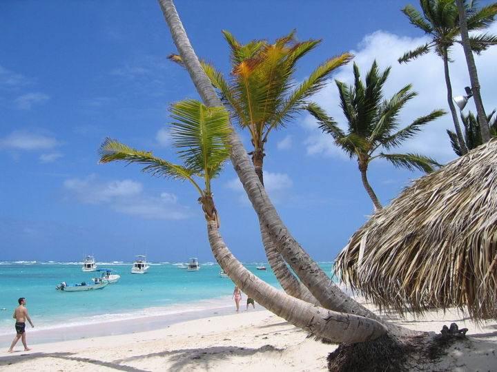 1024px-Bavaro Beach 045 - Замечательные пляжи Доминиканы - пляжи Баваро в Пунта-Кане