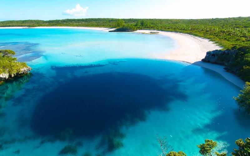 BlueHoleBay-Main - Остров Лонг Айленд - самый живописный остров на Багамах