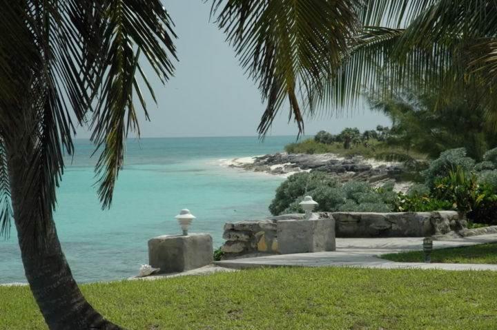 набережная острова Крукед на Багамах