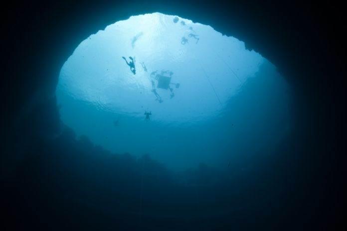 дайвинг в голубых дырах на Багамах
