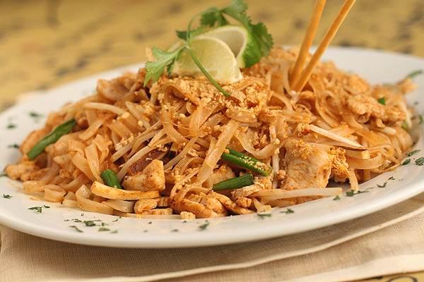 pad-thai - Лучшие блюда тайской кухни - уличная еда в Тайланде