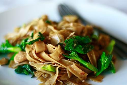 pad_see_ew - Лучшие блюда тайской кухни - уличная еда в Тайланде