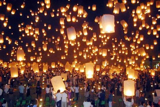 - Посмотрите на фестиваль летающих фонариков в Тайланде!