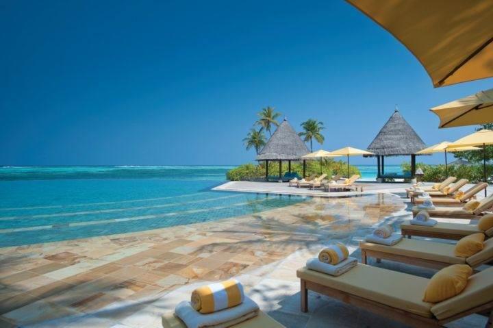 Лучшие курорты на Мальдивах Four-Seasons-Resort-Maldives-at-Kuda-Huraa - Какие самые шикарные отели на Мальдивах?