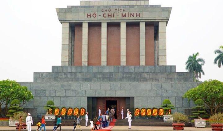 Ho Chi Minh Mausoleum - 10 лучших мест Вьетнама, обязательных к посещению