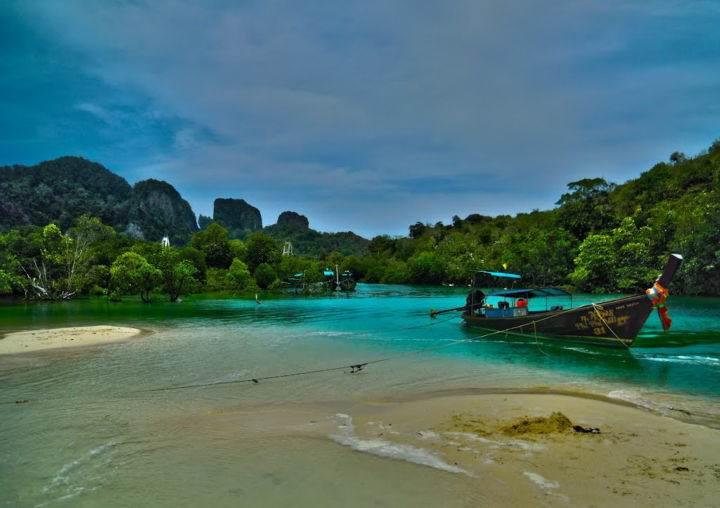 Loh Bagao Остров Пхи Пхи, Koh Phi Phi Island, Краби, Южный Таиланд, Тайланд, Krabi, Thailand, лучший отель на Пхи Пхи, отели Пхи Пхи, отдых на Пхи Пхи, фото Пхи Пхи, пхи пхи фото-отчёт, ночной клуб, пляж - Выбираем лучший пляж на островах Пхи-Пхи