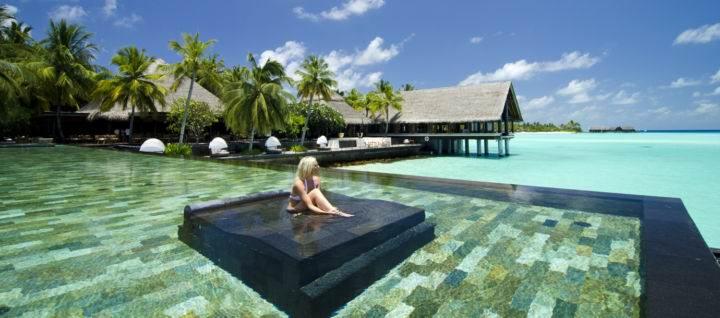 Лучшие курорты на Мальдивах One-Only-Reethi-Rah - Какие самые шикарные отели на Мальдивах?