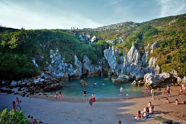 Экзотические пляжи мира Playa de Gulpiyuri