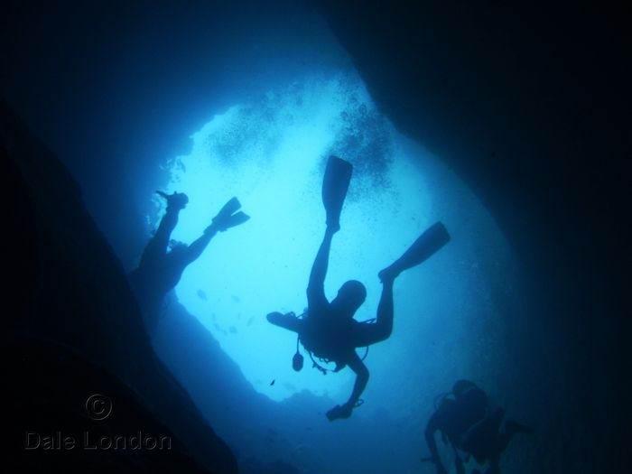 дайвинг в голубой дыре на островах Эксума Багамы