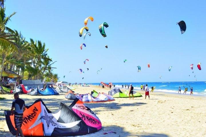 cabarete пляж виндсерфинг - Пуэрто-Плата и его главные курорты - Плайя Дорада, Сосуа и Кабарете