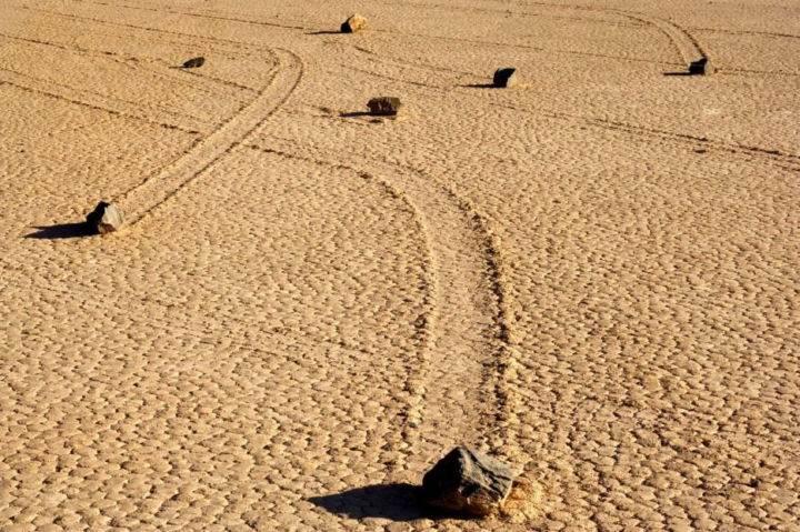 движущиеся камни - 39 удивительных и сумасшедших природных явлений - часть 3