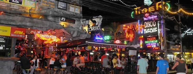 phuket-night-life.jpg - Развлечения, чтобы не умереть со скуки на Пхукете - шоппинг и го-го бары