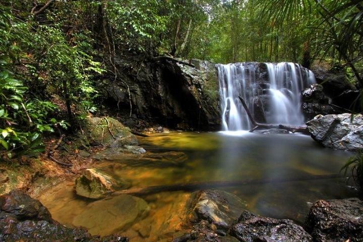 водопад на острове Фукуок