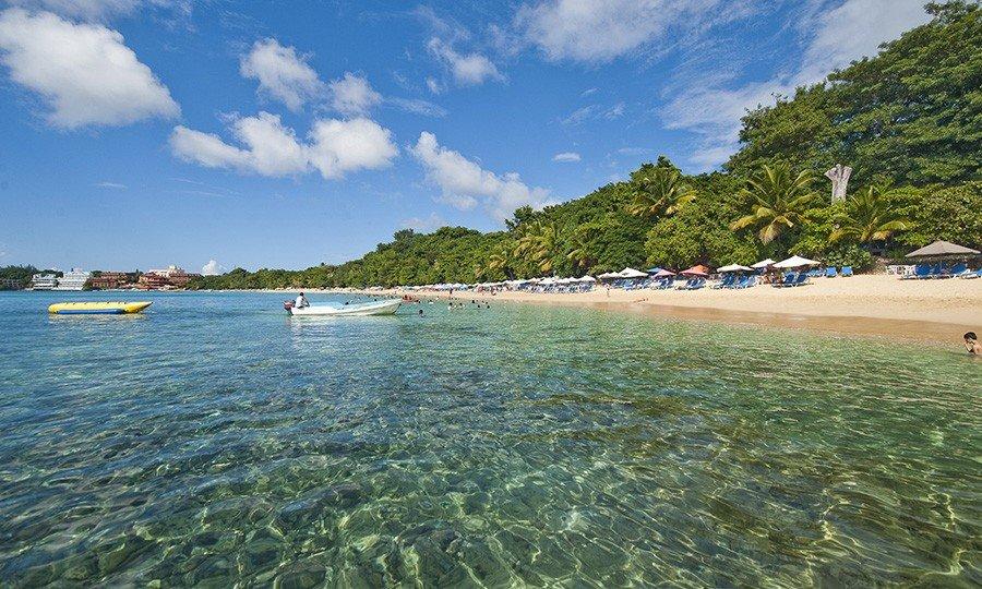 Чистейшая вода на Playa Sosua