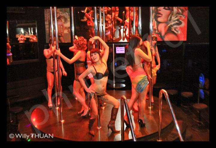roxy-bar-patong - Развлечения, чтобы не умереть со скуки на Пхукете - шоппинг и го-го бары