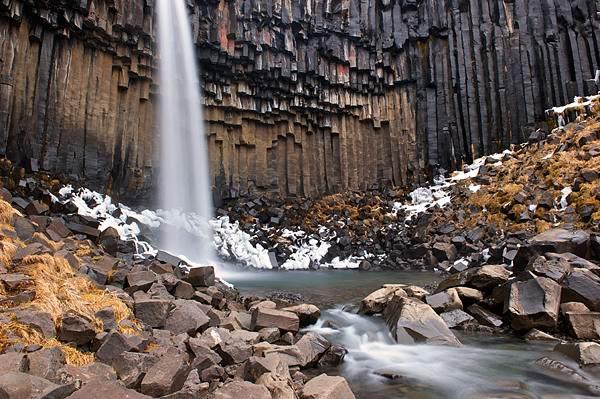 Ещё одно завораживающее зрелище - чёрный водопад Свартифосс - Ещё одно завораживающее зрелище - чёрный водопад Свартифосс