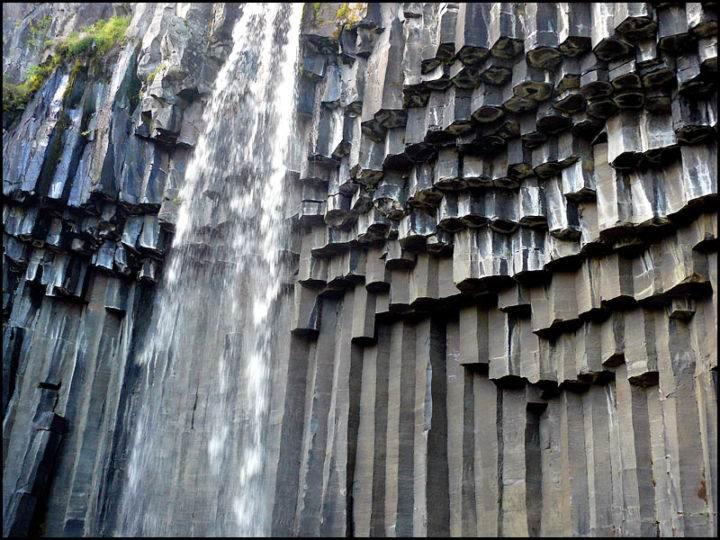 Свартифосс — чёрный водопад svartifoss - Ещё одно завораживающее зрелище - чёрный водопад Свартифосс