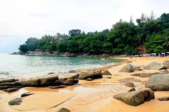 Лаем Синг (Laem Sing Beach) вид на пляж