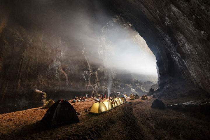 travel insurance cave camping - 10 лучших мест Вьетнама, обязательных к посещению