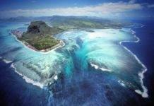 Подводный водопад на острове Маврикий