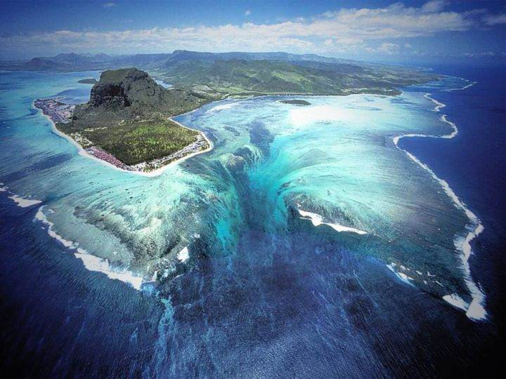 подводный водопад - Подводный водопад на острове Маврикий